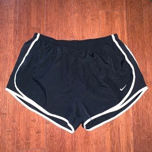 XL Nike Black and White Active Shorts